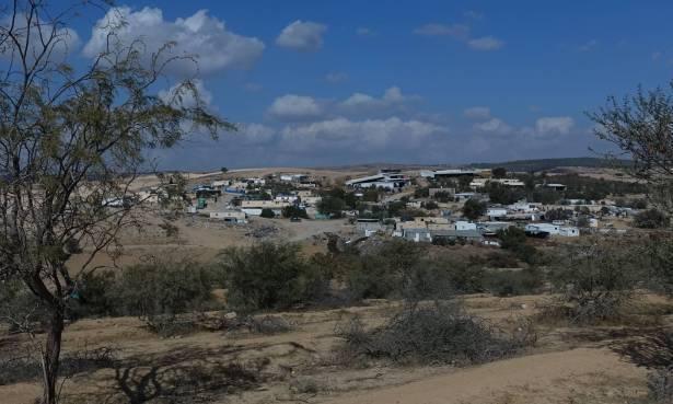 مجلس القيصوم يُعلن انتظام الدوام وعودة طلاب القرى غير المعترف بها