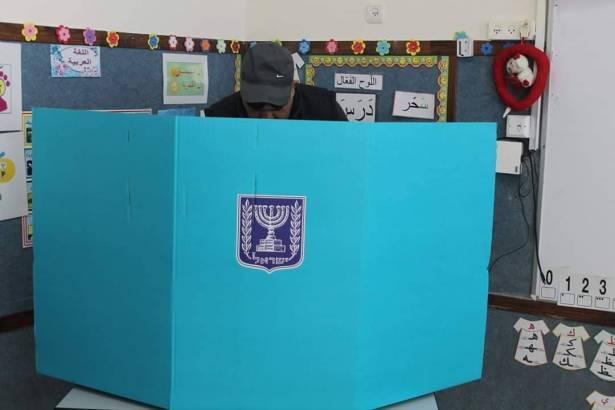 خليل دهامشة يستعرض للشمس أسباب نسب التصويت المتدنية لدى عرب النقب