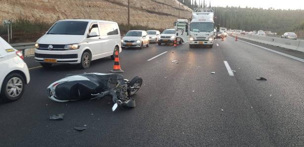 مصرع سائق دراجة نارية بحادث طرق مروع على شارع القدس تل ابيب