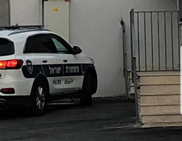 الشرطة: اعتقال مشتبهة  من (المثلث) بالاعتداء على طفليها!