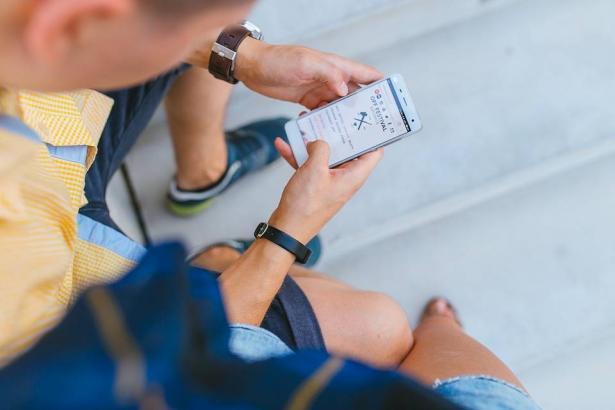 المعارف توصي بمنع استخدام الهواتف لطلاب الابتدائية، عبد الله خطيب للشمس: