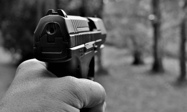 اعتقال 3 مشتبهين بينهم سيدة لتورطهم بحادثة اطلاق النار في قلنسوة