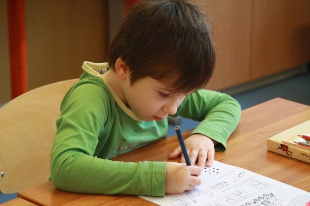 كيف نختار المدرسة الملائمة لأبنائنا؟ د.سهراب عودة الله تتحدث للشمس