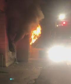 شاهد: اضرام النار في مكتب مدقق الحسابات عامر حليحل من الجش