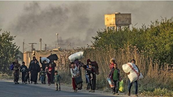 الأمم المتحدة: نزوح 130 ألف سوري من تل أبيض ورأس العين بعد الهجوم التركي