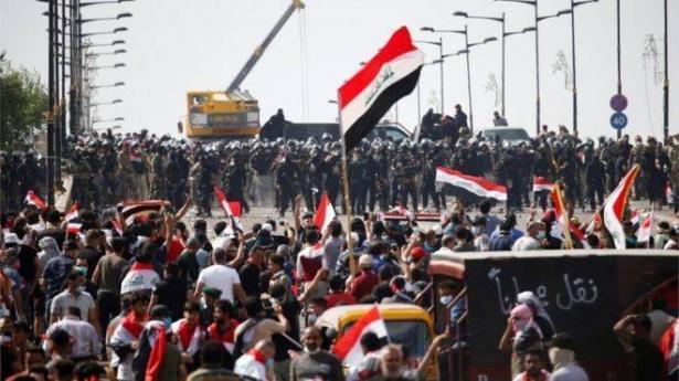 العراق: تجدد المظاهرات والاعلان عن حظر تجول
