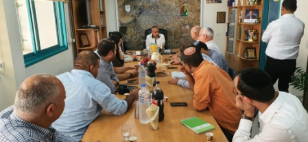 ماذا اسفرت جلسة الرؤساء في النقب مع الوزيرين اوحانا واريئيل؟ فايز ابو صهيبان يتحدث للشمس