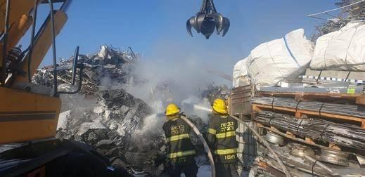 عكا: اندلاع حريق بمخزن لتخزين الخردوات