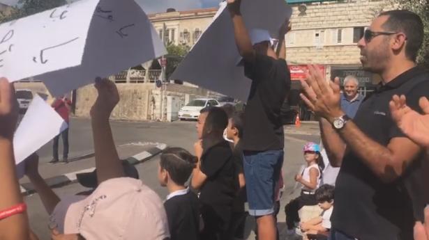 شاهد: احتجاج طلاب مدرسة