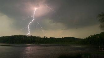 ما هي ضربة البرق وما هي اسبابها ؟