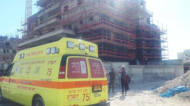 مصرع عامل من الخليل جراء سقوطه في ورشة بناء في منطقة القدس