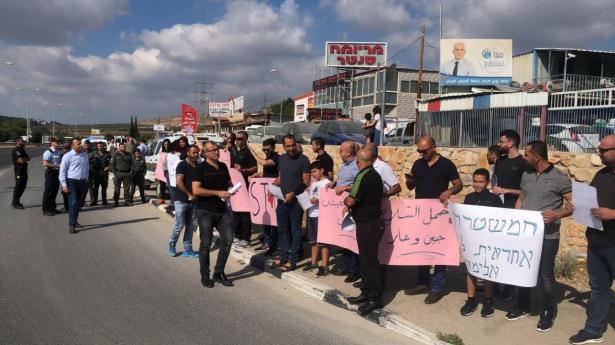 العشرات يخرجون في تظاهرة ضد العنف في بلدتي القبلة وصندلة