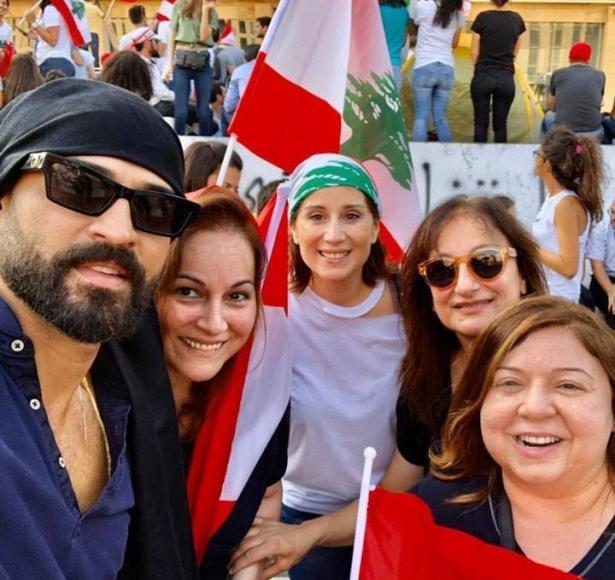 مشاركة عدد من نجوم لبنان العربي بالاحتجاجات في لبنان