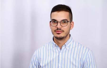 ليث ابو زياد, موظف في منظمة العفو الدولية في حديث للشمس حيث يواجه حظرا عقابيا على السفر