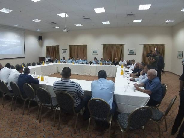 بعد اجتماع رؤساء السلطات المحلية مع قيادات في الشرطة الامتحان سيكون في العمل الميداني