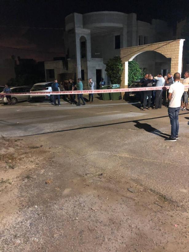 طمرة: اطلاق نار على سيارات في ساحة منزل رئيس البلدية وسطو مسلح على محطة وقود