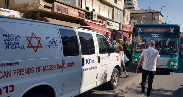 حيفا: اصابة خطرة لشابة جراء دهسها من قبل حافلة