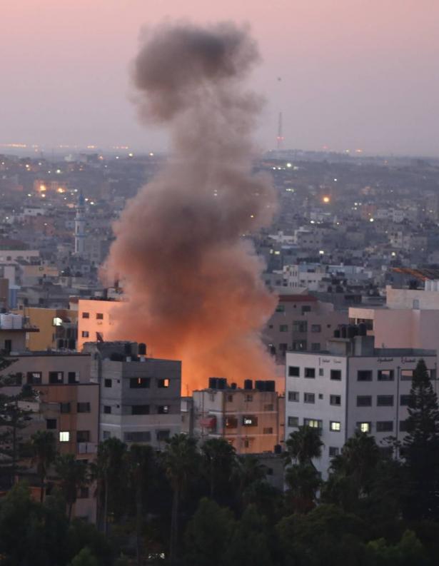 تطورات التصعيد بين غزة واسرائيل: 23 شهيدًا منذ بدء العدوان، والغارات تتواصل على غزة