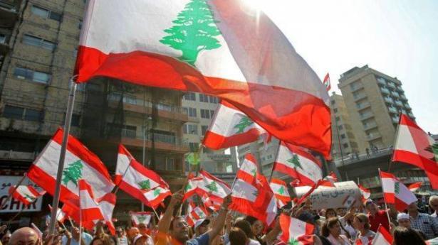 لبنان: استمرار سد الطرقات واصابة 3 جرحى في صيدا
