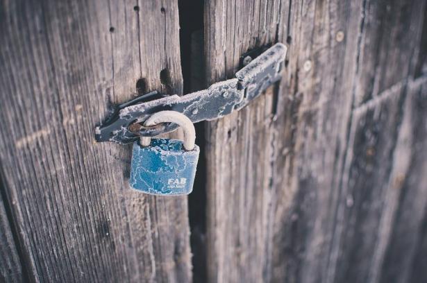 لقد عانينا الأمرين ومن هنا نبع قرار وضع البوابة على مدخل الحسينية, طه سواعد في حديث للشمس