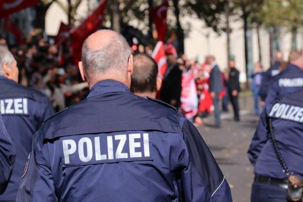 انباء عاجلة من المانيا: مقتل عدة أشخاص بإطلاق نار امام معبد يهودي