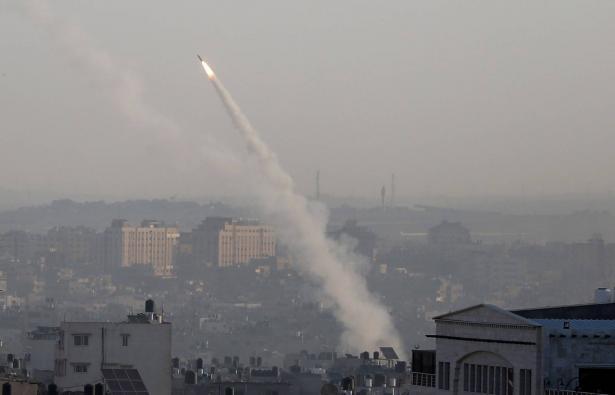 اشرف ابو عمرة للشمس: يُرجح أن هناك تنظيمات صغيرة هي التي اطلقت الصوايخ من غزة باتجاه اسرائيل