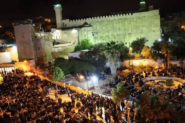 آلاف المصلين يؤدون الفجر في الحرم الابراهيمي