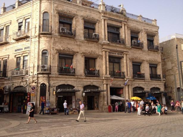 الصحافي نير حسون يتحدث للشمس حول قرار تجميد بيع ممتلكات البطريركية اليونانية في القدس لجمعية