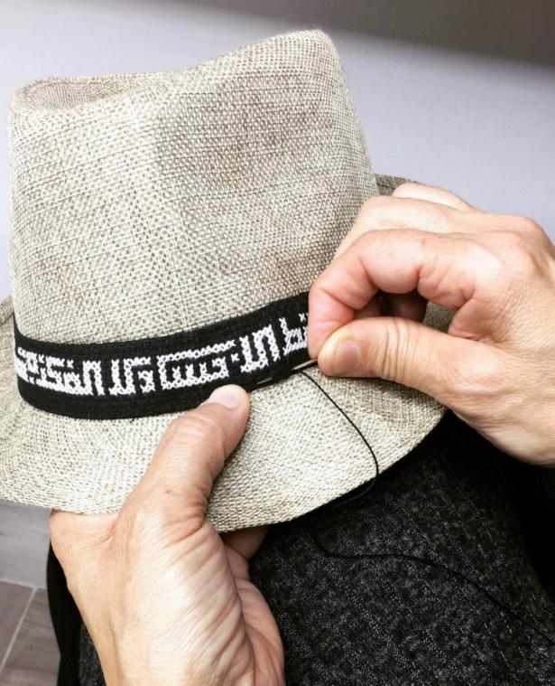 ملك حكروش مصممة ازياء تدخل اللغة العربية بتصاميمها