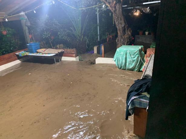 المياه تُغرق منزل حسين العريطي من عرابة وتضطره للنقل لدى جيرانه (فيديو)