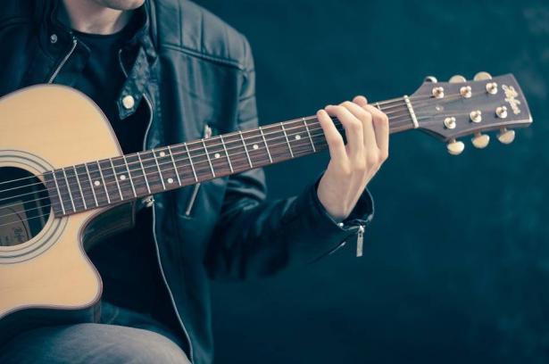 كيف يمكن تحسين الحالة الصحيّة للمريض من خلال العلاج بالموسيقى
