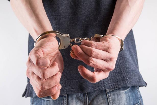 اعتقال 3 مشتبهين من طوبا بالسطو على محل مجوهرات في المغار تحت تهديد السلاح
