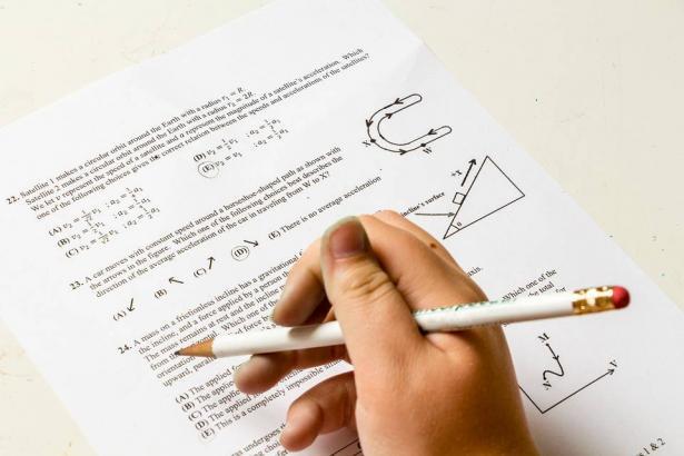 معطيات مقلقة في نتائج امتحان البيزا للطلاب العرب. الشمس تحاور عبد الله خطيب ود.ايمن اغبارية
