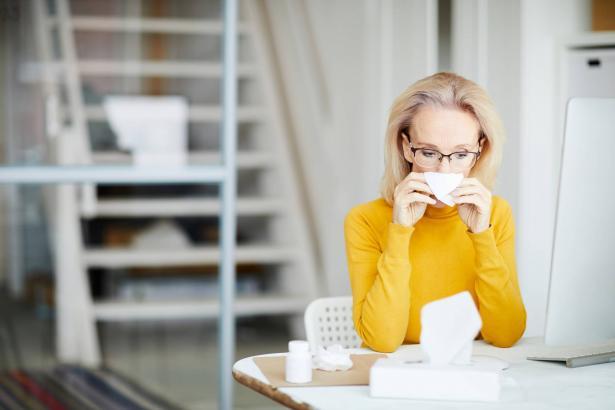 الهبات الساخنة عند النساء عند بلوغ سن اليأس