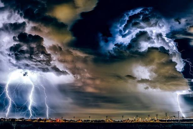 الراصد الجوي: امطار غزيرة ومتفرقة في منطقة الشمال والمركز