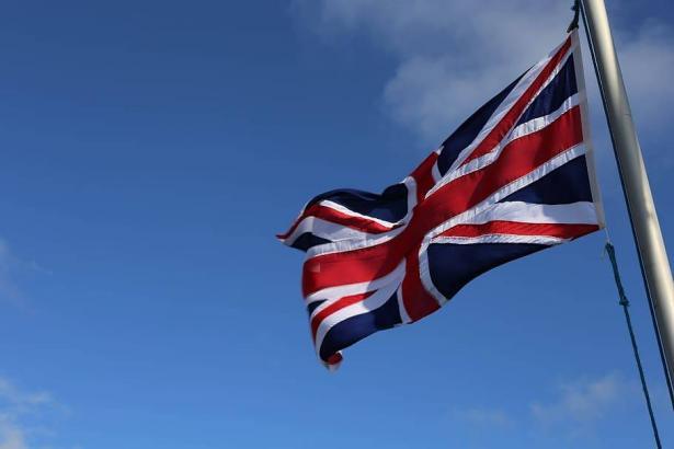 عصام عكرماوي للشمس: النظام السياسي ببريطانيا غير مستقر وقضية