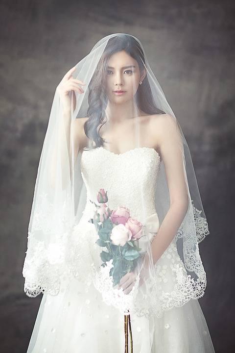 فستان زفاف العروس, اعرفي كيف تختارين ما يناسبك ويناسب المكان