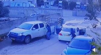 شاهد: مجهولون يسطون على مقاول في الرينة
