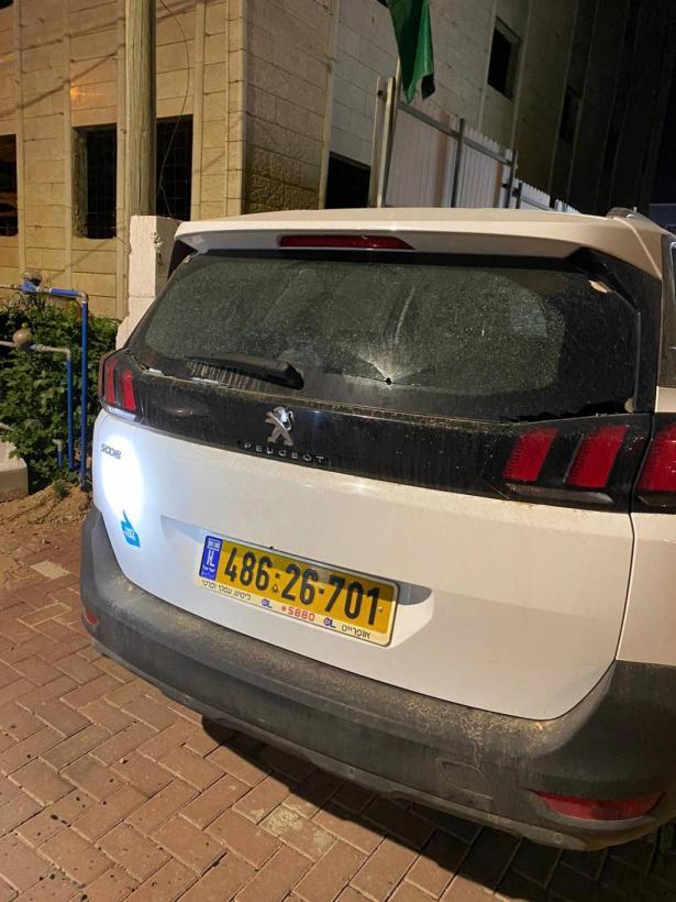 شجب واستنكار في رهط عقب إطلاق النار على منزل ومركبة رئيس البلدية فايز ابو صهيبان