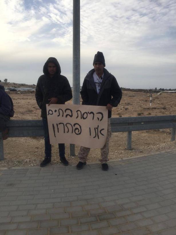 سكان بئر هداج يتظاهرون احتجاجًا على سياسه هدم البيوت