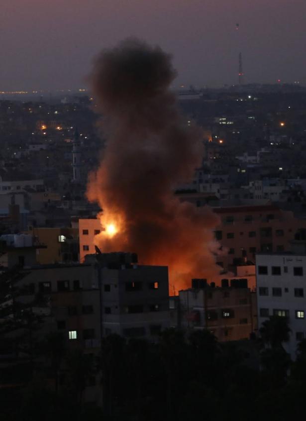 اشرف ابو عمرة يتحدث للشمس عن القصف الإسرائيلي الذي طال مواقع في قطاع غزة