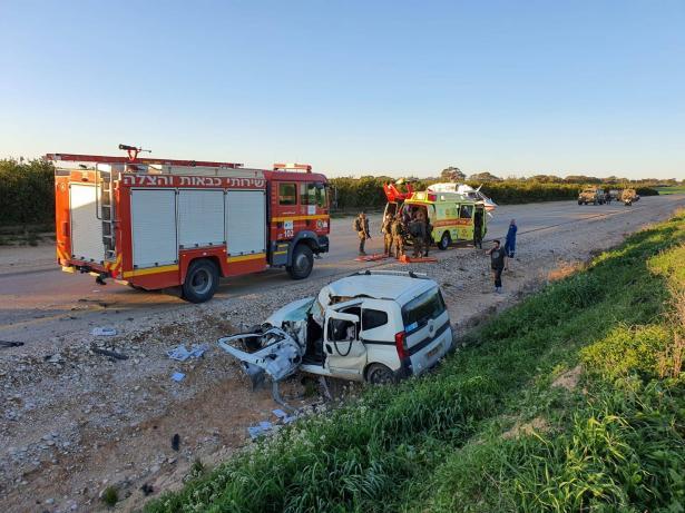 حادث طرق مروّع بين شاحنة ومركبة في الجنوب يسفر عن اصابة خطرة
