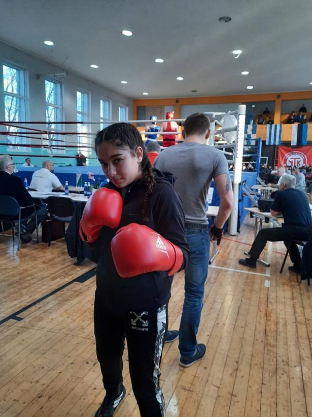 الملاكمة ديان بياضي تحصد المرتبة الأولى في بطولة أوروبا للناشئين في أستونيا