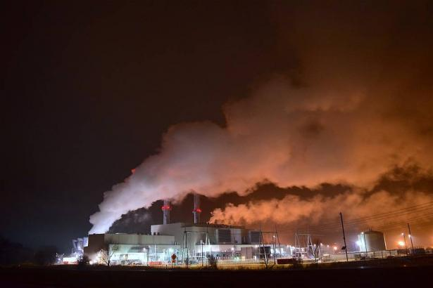 شلومو كاتس للشمس: قرار إغلاق بعض مصانع تكرير النفط في حيفا سببه الإنبعاثات الغازية السامّة