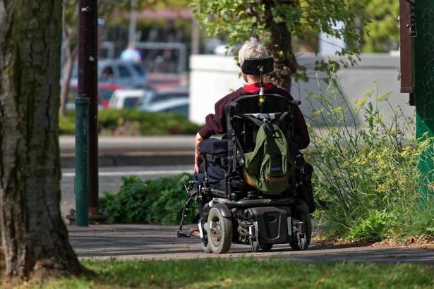 زياد ابو مخ للشمس: على رجل الدين أن يكون له دور في رفع الوعي وتغيير المواقف تجاه ذوي الإعاقة