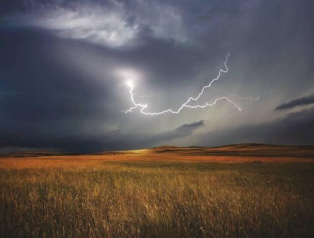 الطقس: غائم جزئي وأمطار متفرقة
