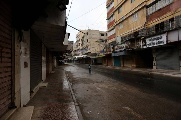 شلّ مرافق تجارية وتعطيل صلاة الجمعة في غزة لمنع انتشار فيروس كورونا