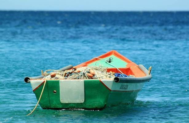رغم اتفاق اطلاق النار: اسرائيل تفرض عقوبات جماعية وتعلن إلغاء مساحة صيد الأسماك كليا