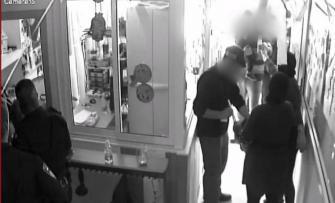 غضب في الطيبة بعد اقتحام الشرطة لروضة اطفال وتفتيش حقائبهم بحثًا عن أسلحة، الشرطة: