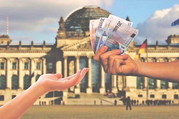 هبوط حادّ في سعر اليورو، د.رمزي حلبي يتحدث للشمس عن الأسباب